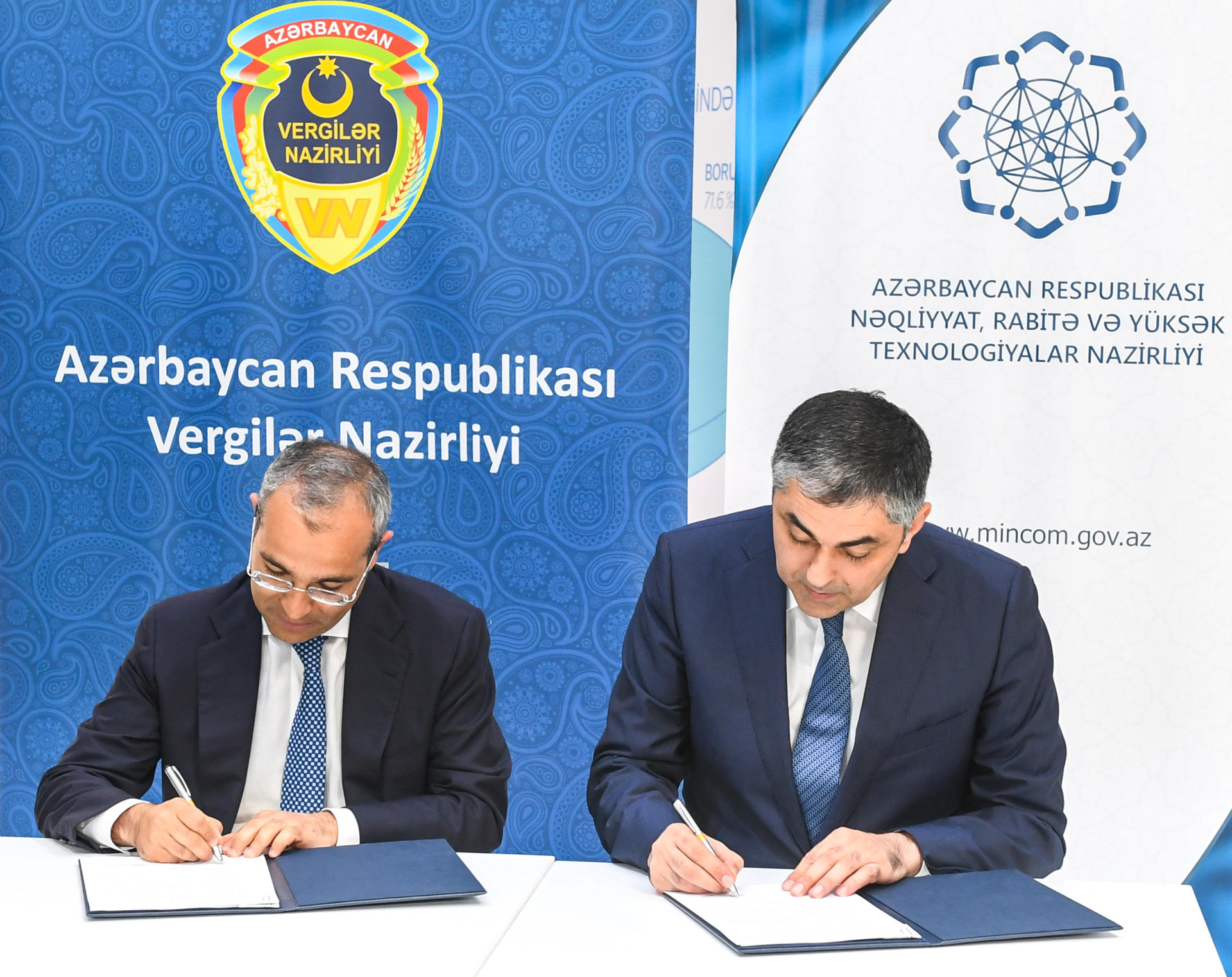 Azerbaijan's ministries of communications and taxes sign protocols of agreement (PHOTO) - Gallery Image