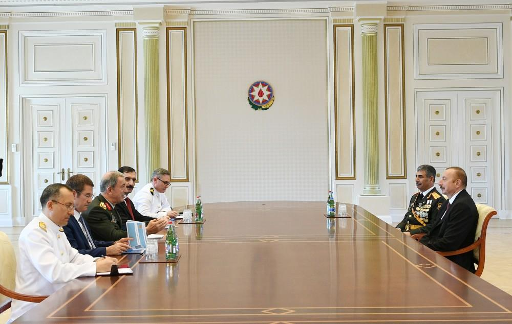 President Aliyev receives Turkish chief of General Staff and national defense minister