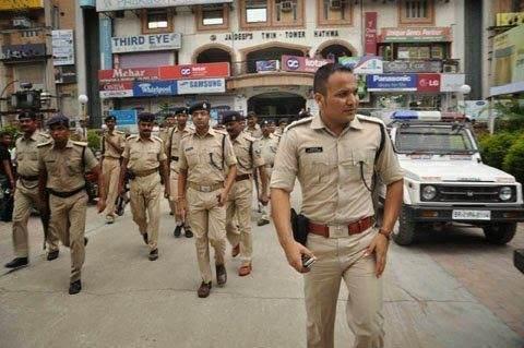 Hindistanda kütləvi tədbirlər iyunun 30-dək qadağan edildi
