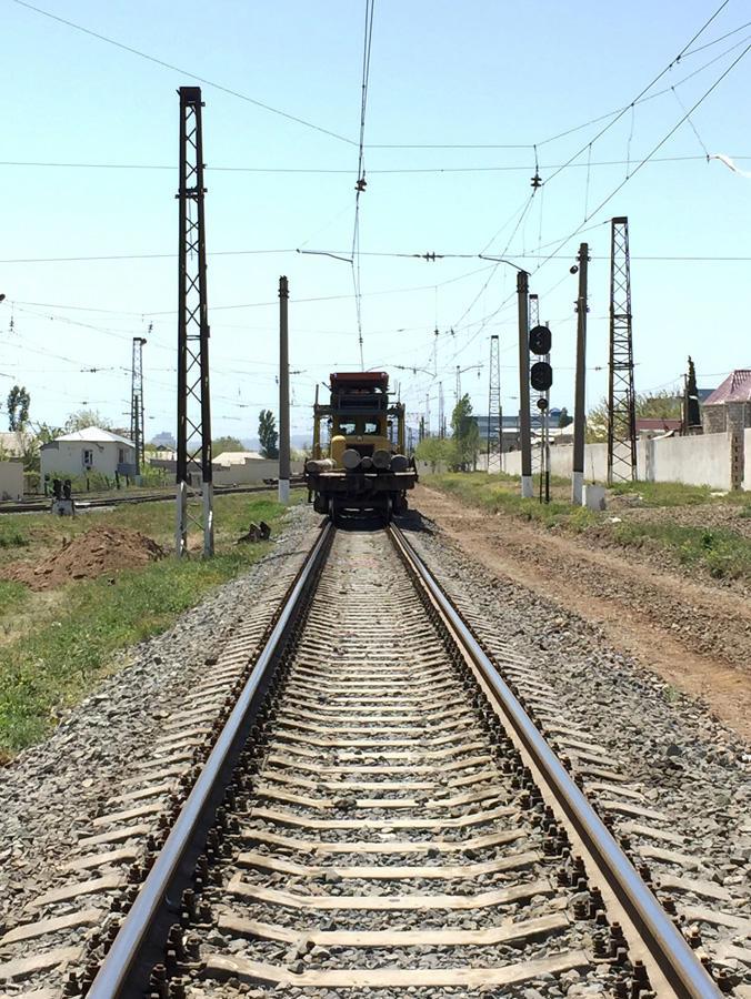 Проводится капремонт системы электроснабжения Бакинской пригородной железнодорожной линии (ФОТО) - Gallery Image