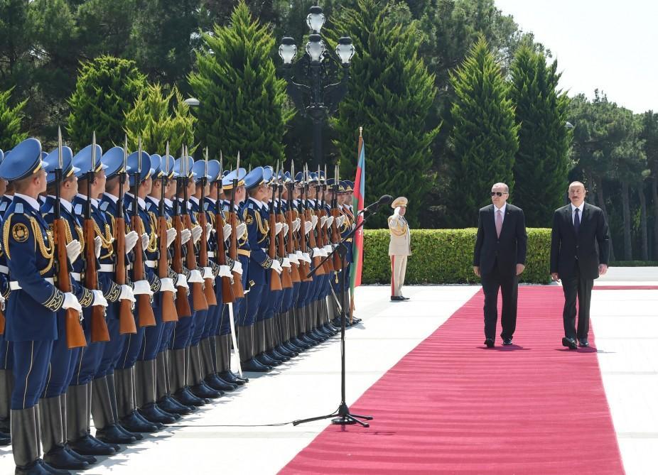 В Баку состоялась церемония официальной встречи Президента Турции (ФОТО) - Gallery Image