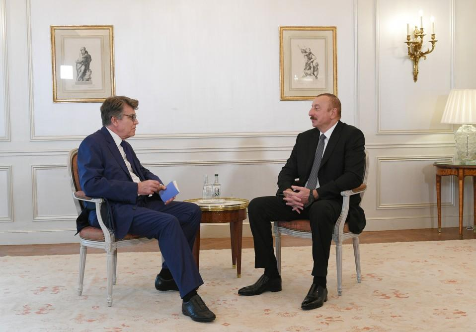 Ilham Aliyev meets executive chairman of Institute for Int'l Relations of France (PHOTO) - Gallery Image