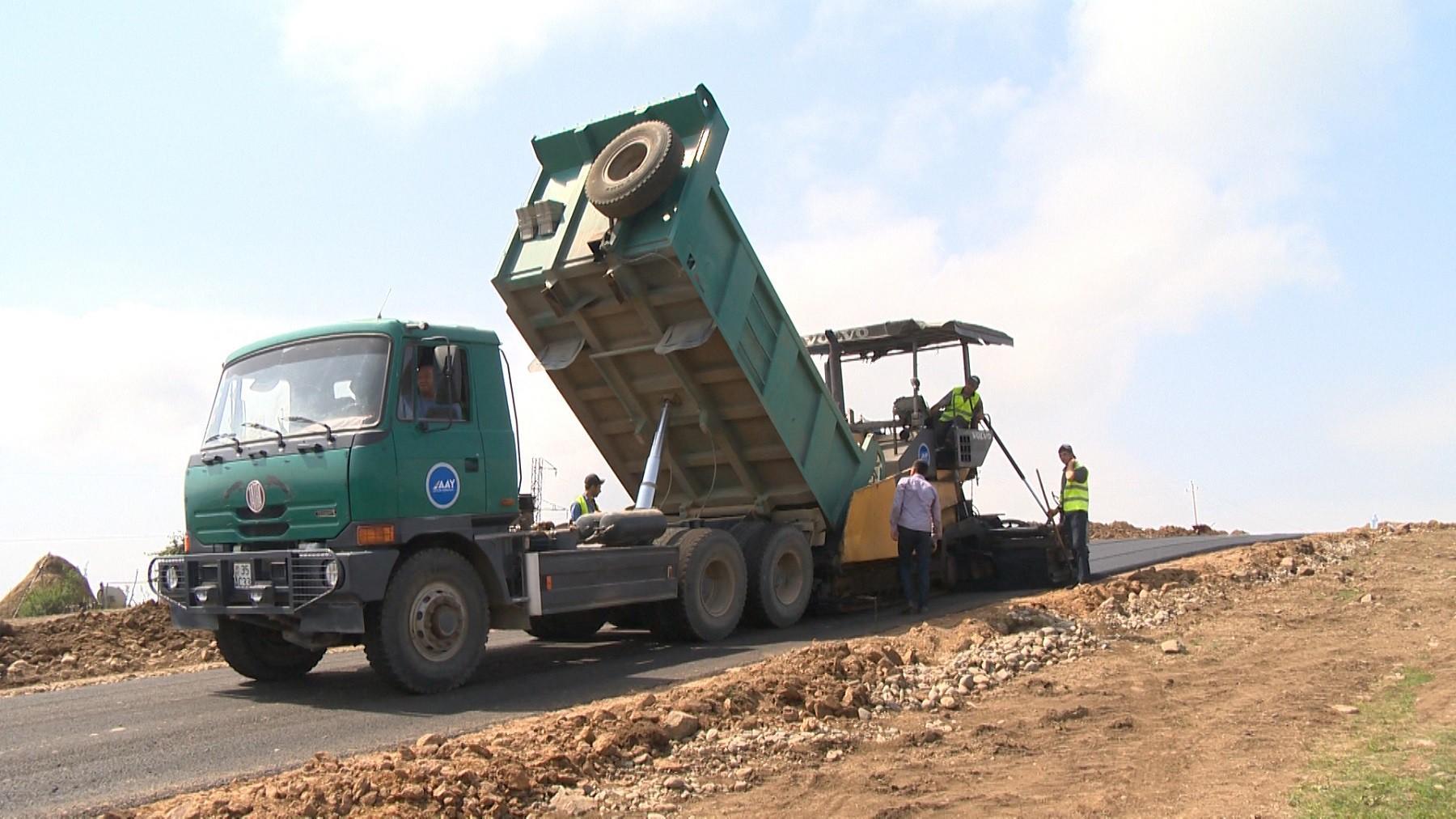 ИВ Товузского района привлекает работы по ремонту дорог