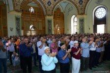 В связи с праздником Гурбан во всех мечетях Азербайджана совершен праздничный намаз (ФОТО) - Gallery Thumbnail