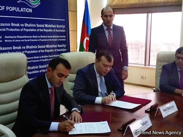 Azerbaijan's labor ministry, state agency ink co-op memo (PHOTO)