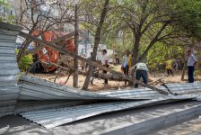 BŞİH qanunsuz tikililərin və zəbt olunmuş torparların hasarlarının söküntüsünə başlayıb (FOTO) - Gallery Thumbnail