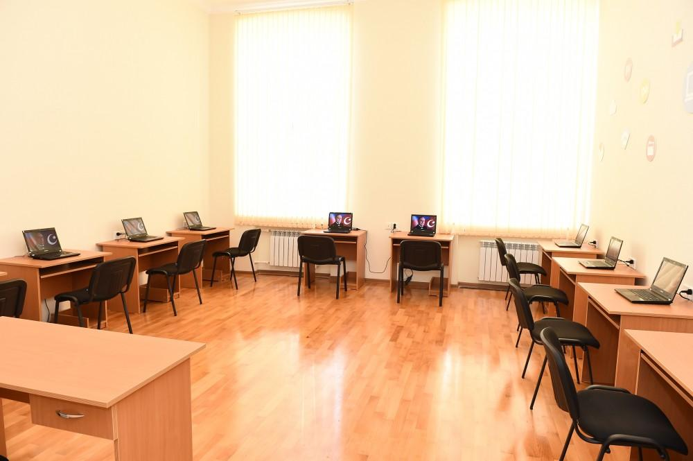 President Ilham Aliyev views conditions at reconstructed lyceum in Baku (PHOTO) - Gallery Image