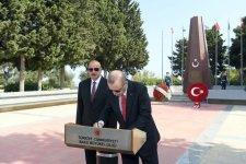 Azərbaycan və Türkiyə prezidentləri Şəhidlər xiyabanını ziyarət ediblər (FOTO) - Gallery Thumbnail