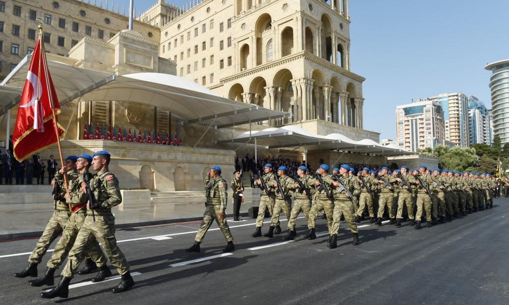 Azerbaijani, Turkish presidents, First Lady Mehriban Aliyeva attend parade, dedicated to 100th anniversary of Baku's liberation (PHOTO) - Gallery Image