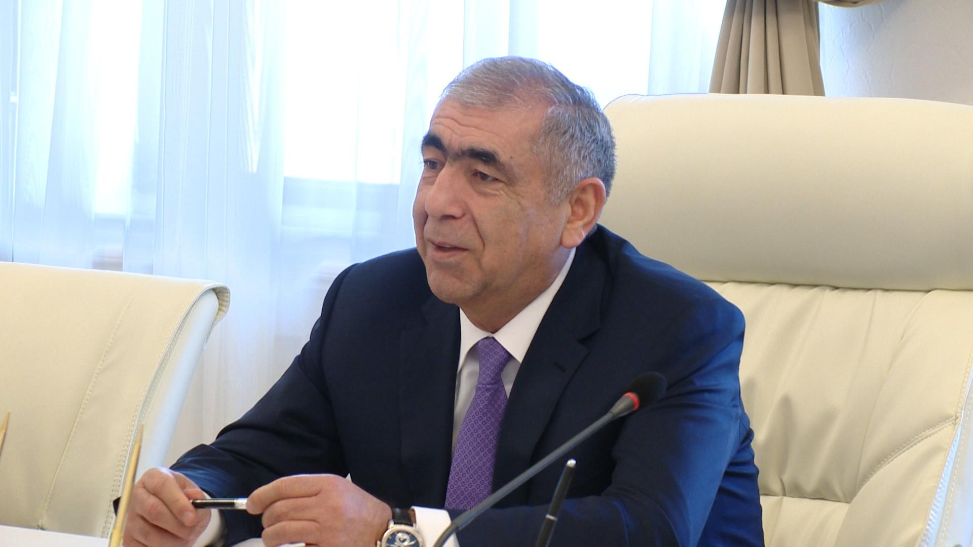Road construction in one of settlements of Azerbaijani Absheron region nears completion
