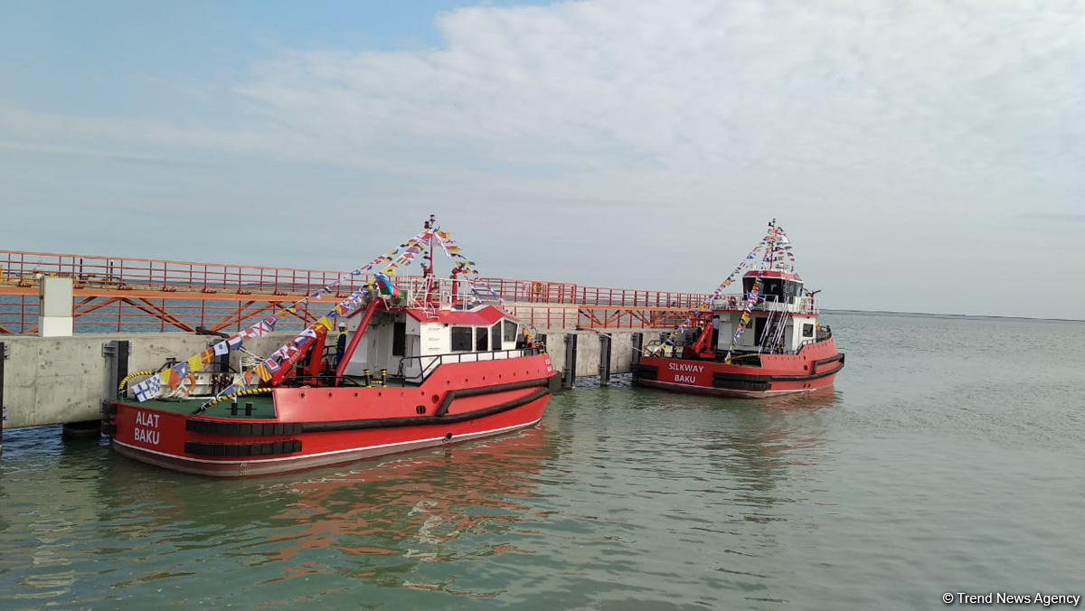 Baku port launches two new tugs (PHOTO)