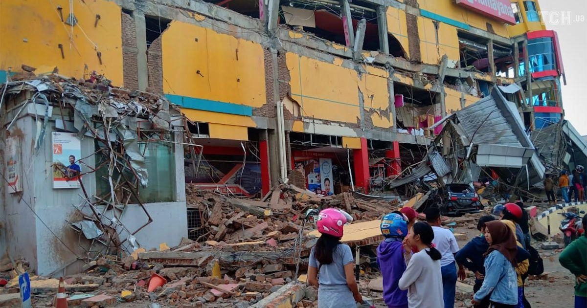Moderate quake strikes off eastern Indonesia