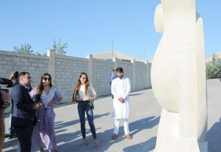 Heydar Aliyev Foundation VP Leyla Aliyeva, Baku Media Center President Arzu Aliyeva attend presentation of sculpture works at Nasimi Festival (PHOTO)