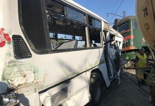 В Баку арестованы водитель автобуса и диспетчер по обвинению в аварии на железнодорожном переезде