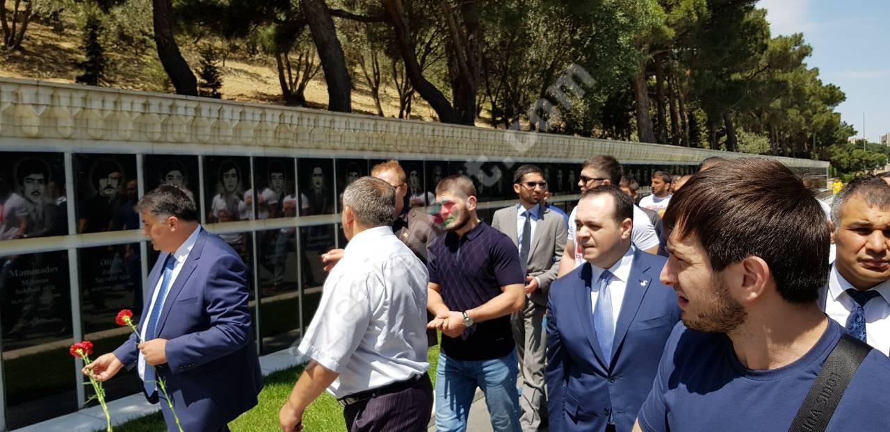 Медийные лица Азербайджана надели папаху в честь победы Хабиба над Конором (ВИДЕО, ФОТО) - Gallery Image
