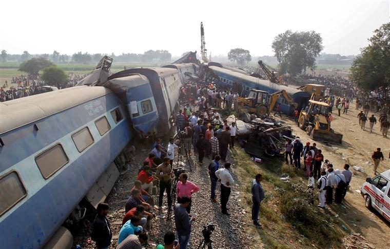 В Индии при сходе поезда с рельсов погибли шесть человек (Обновлено)