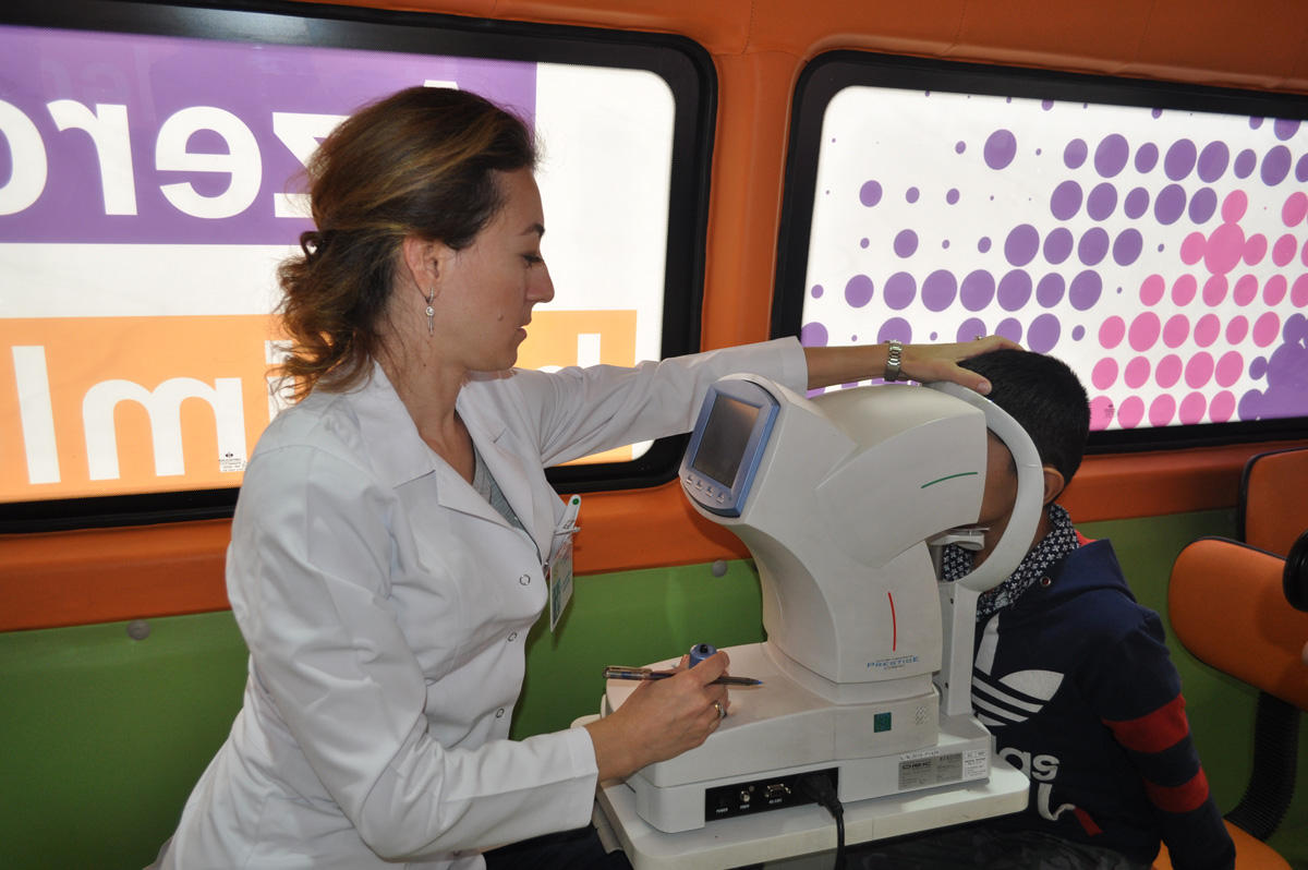 Azercell provides free eye examination on World Sight Day (PHOTO) - Gallery Image