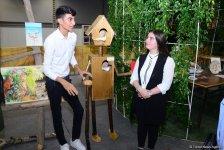 Вице-президент Фонда Гейдара Алиева Лейла Алиева ознакомилась  с экспонатами II молодежной выставки «Экологические проблемы и пути их решения глазами студентов» (ФОТО) - Gallery Thumbnail