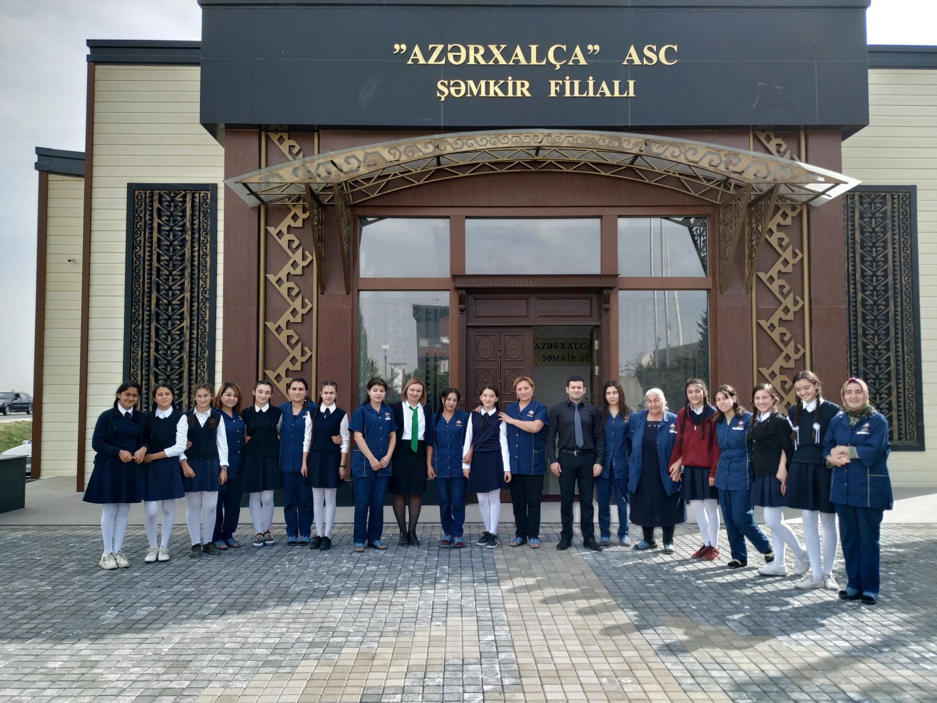 """Şagirdlər """"Azərxalça""""nın Şəmkir filialı ilə tanış olublar (FOTO)"""