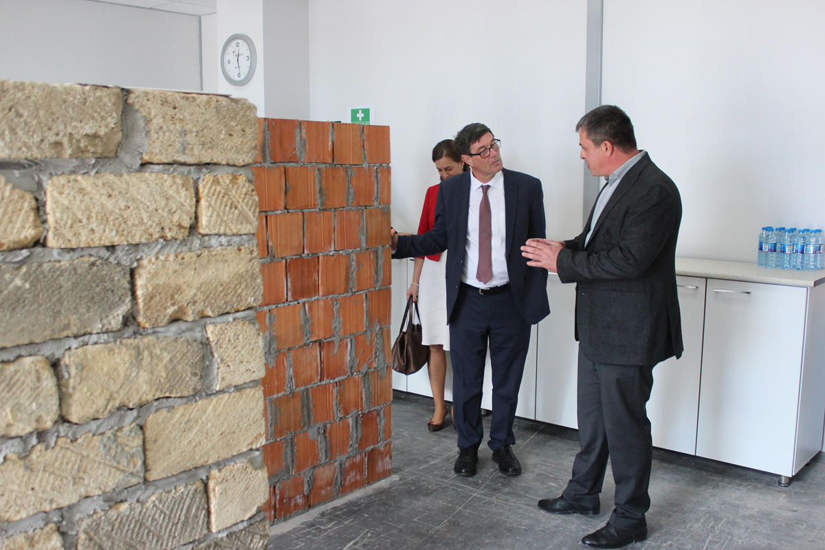 Swiss State Secretary impressed with Holcim project (PHOTO) - Gallery Image