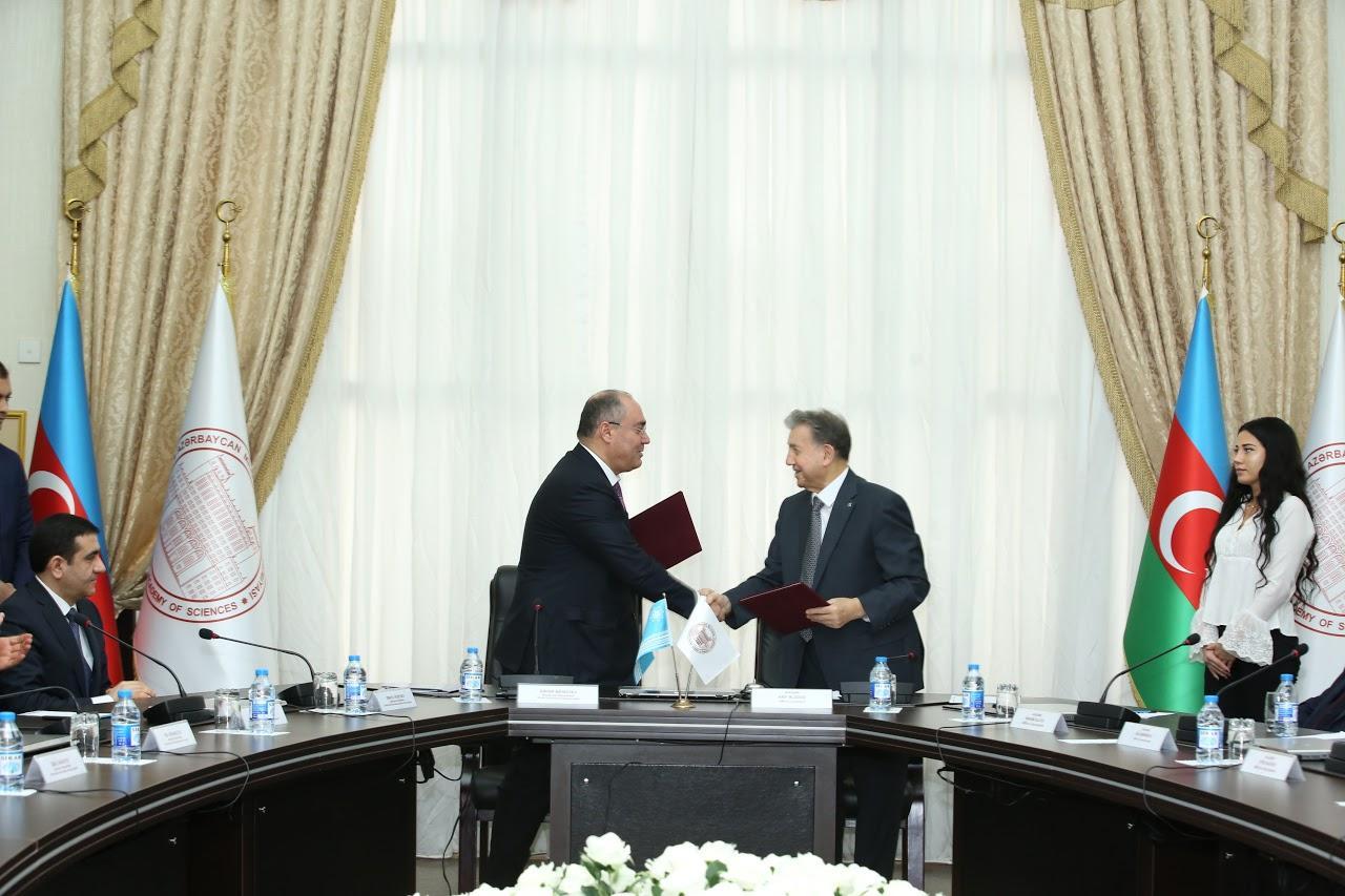 DGK və AMEA arasında anlaşma memorandumu imzalanıb (FOTO) - Gallery Image