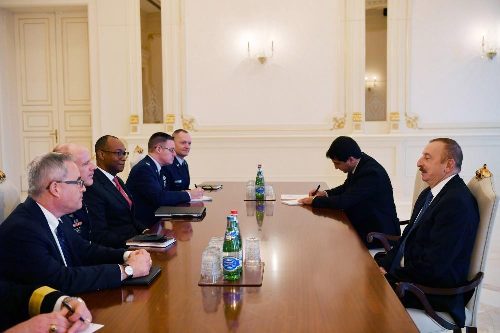 President Ilham Aliyev receives delegation led by commander of U.S. Transportation Command (PHOTO)