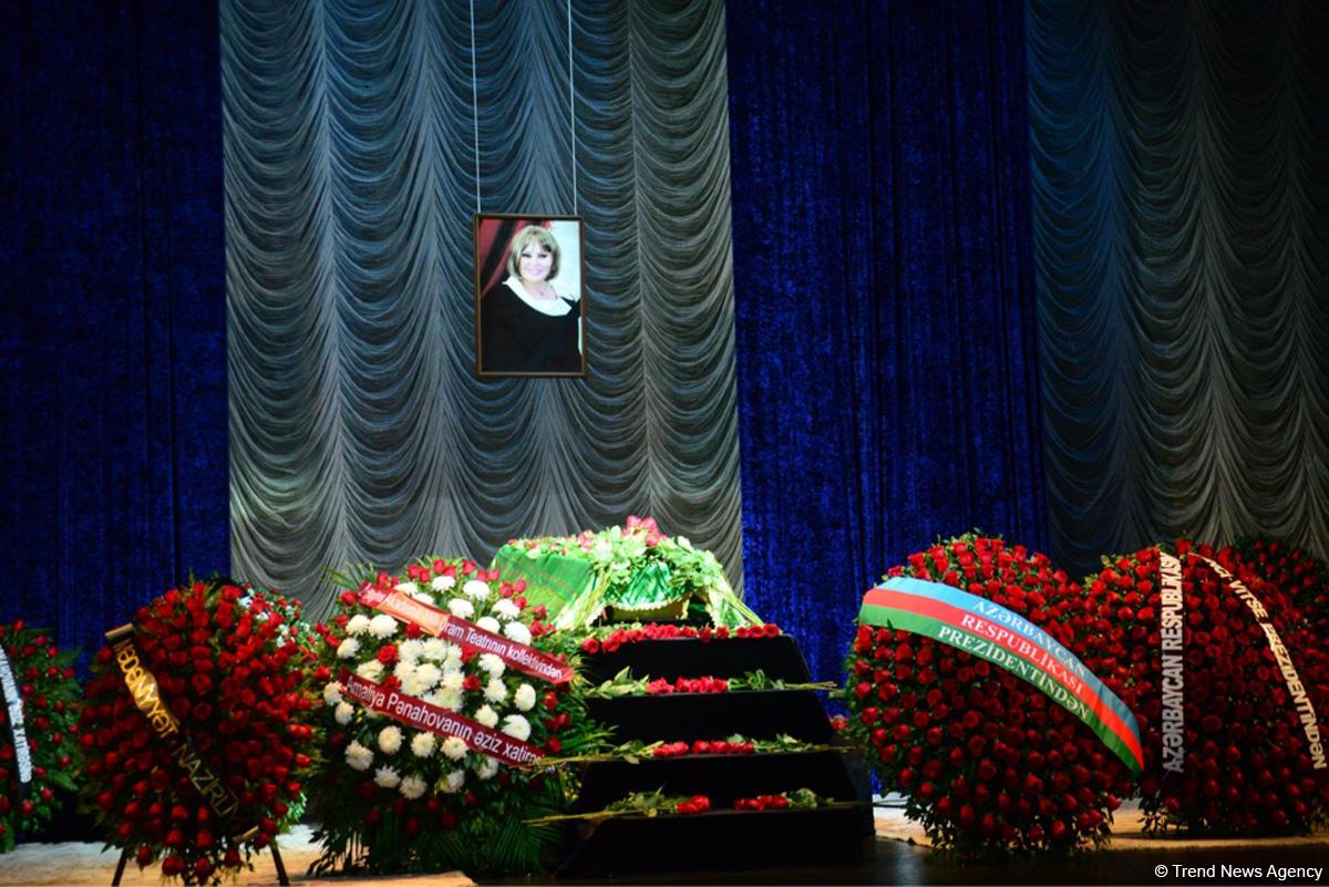 В Баку проходит церемония прощания с народной артисткой Амалией Панаховой (ФОТО) - Gallery Image