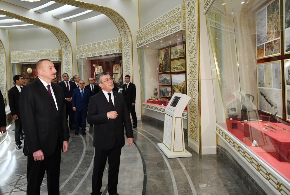 Президент Ильхам Алиев посетил мемориальный комплекс «Народная память» в Ашхабаде (ФОТО) - Gallery Image