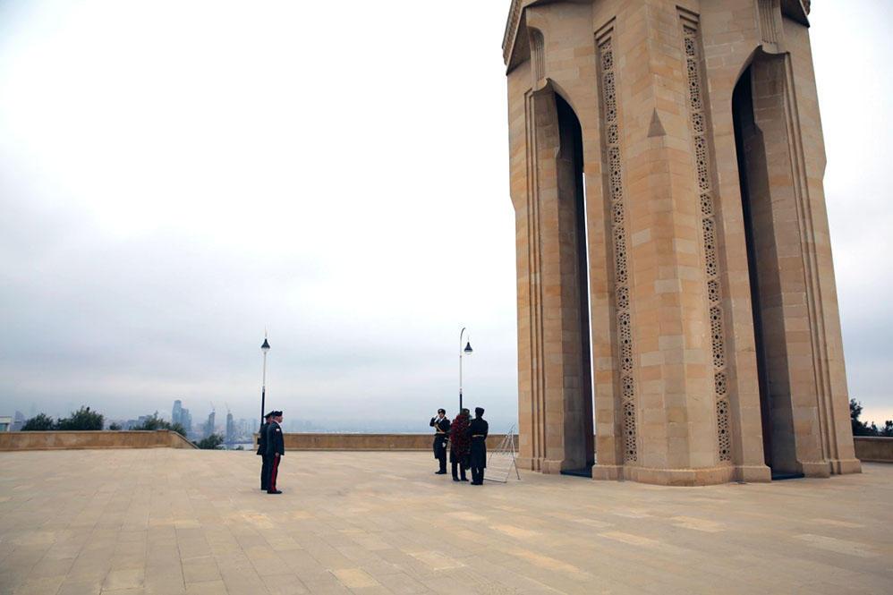 Chiefs of Turkish, Georgian general staffs visit Alley of Martyrs in Baku (PHOTO) - Gallery Image