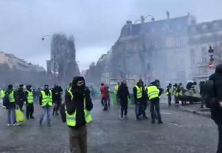 Yellow Vests' act 43 rally turns violent after clashes between protesters and police