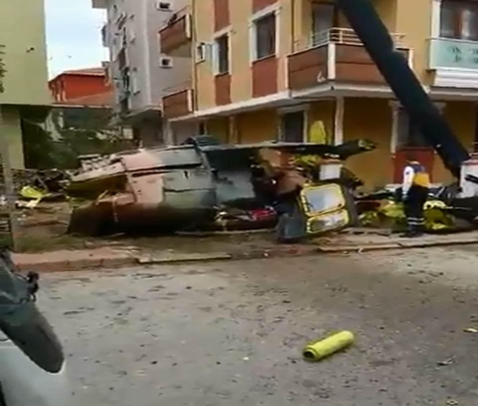4 dead as chopper falls on residential area in Istanbul (PHOTO/VIDEO) - Gallery Image