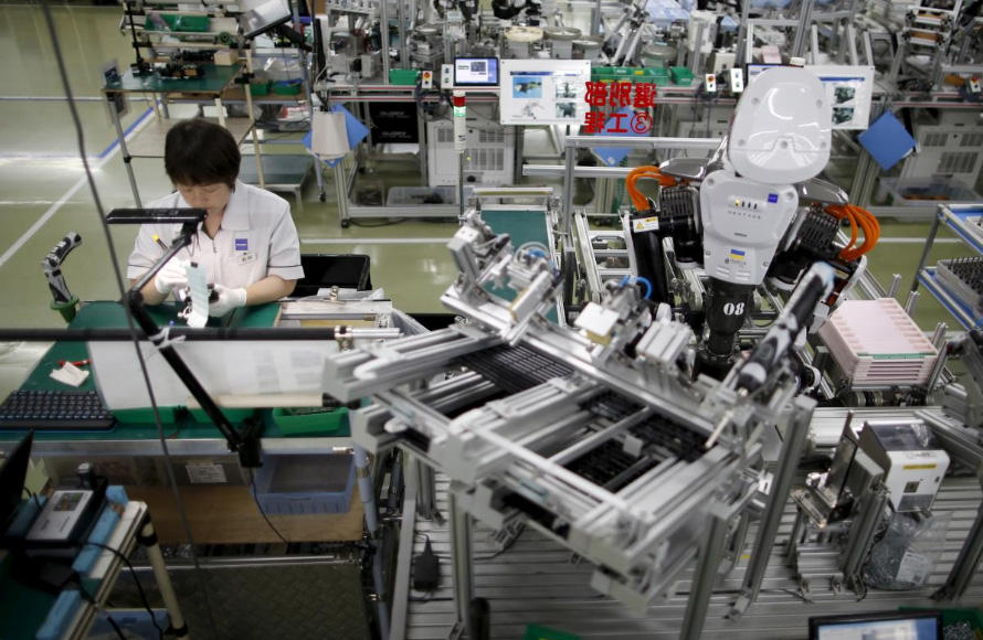 Japan's corporate investment slows sharply, raises doubt about outlook