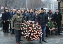 В Киеве почтили память общенационального лидера азербайджанского народа Гейдара Алиева (ФОТО) - Gallery Thumbnail