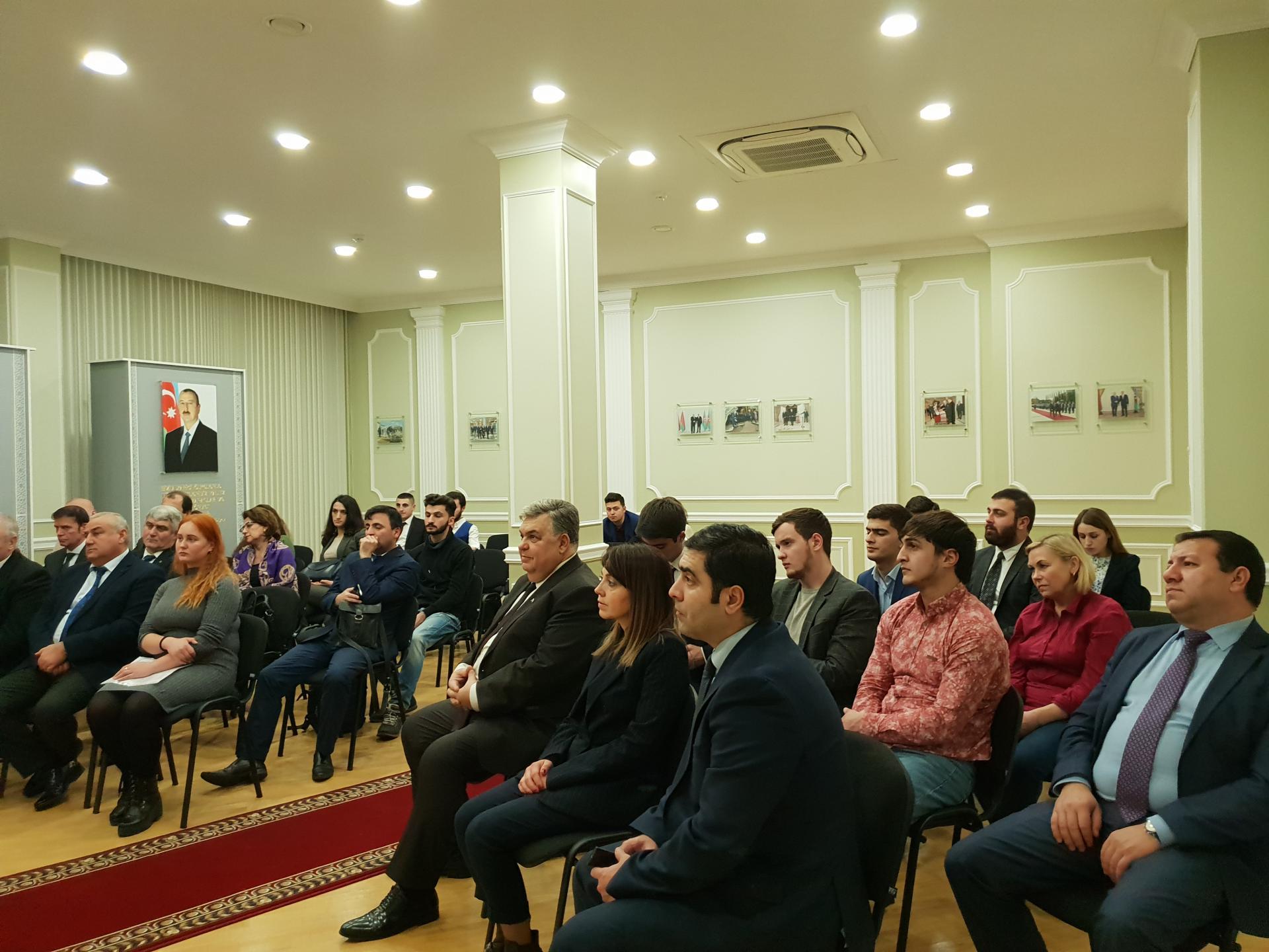 Belarusda ümummilli lider Heydər Əliyevin xatirəsi anılıb (FOTO) - Gallery Image