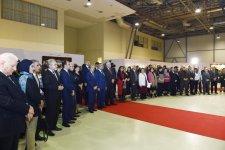 В Бакинском Экспо-центре открылась выставка в связи с 90-летним юбилеем всемирно известного художника Таира Салахова (ФОТО) (версия 2) - Gallery Thumbnail
