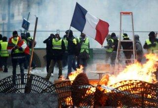Столкновения манифестантов с полицией произошли в Париже