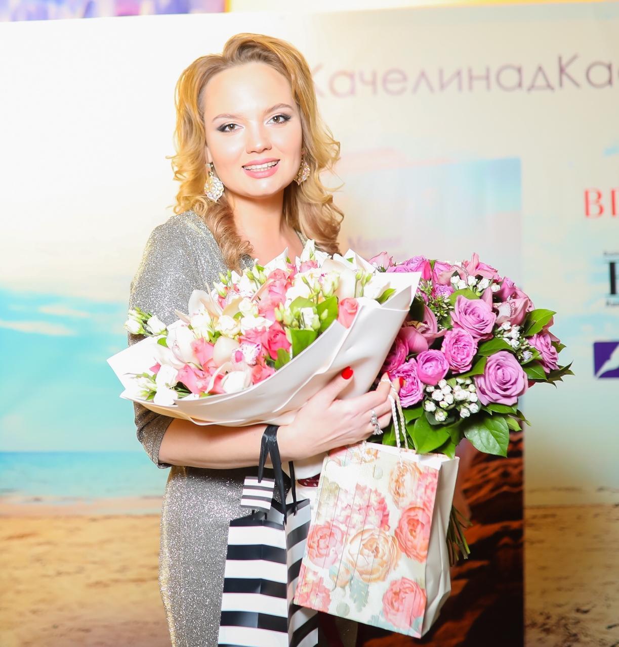 Российская журналистка посвятила свою первую книгу Азербайджану (ФОТО)