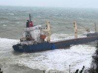 В Стамбуле ведутся работы по спасению экипажа севшего на мель грузового судна (ФОТО/ВИДЕО) - Gallery Thumbnail