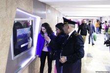 Шедевры художников в подземном переходе Бакинского метро восхитили пассажиров (ФОТО) - Gallery Thumbnail