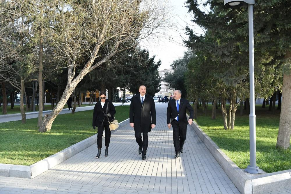 Azerbaijani president, first lady view newly-reconstructed recreation park in Baku (PHOTO)