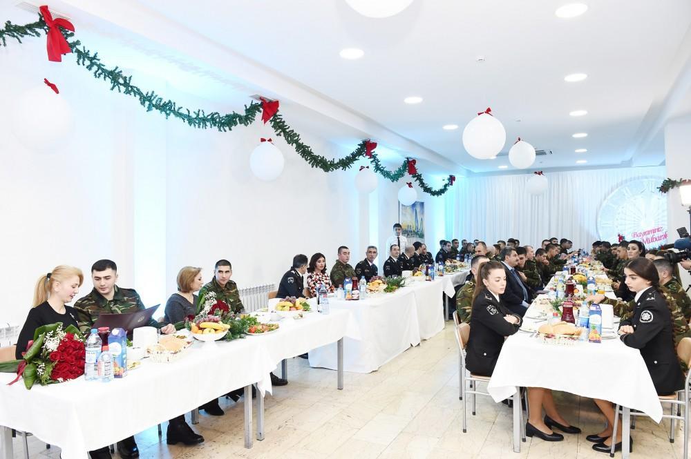 Первый вице-президент Мехрибан Алиева приняла участие в праздничном мероприятии в воинской части СГБ (ФОТО) (версия 2) - Gallery Image