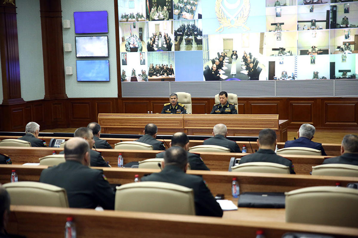 Azerbaijani defense minister gives important instructions to commanders (PHOTO)