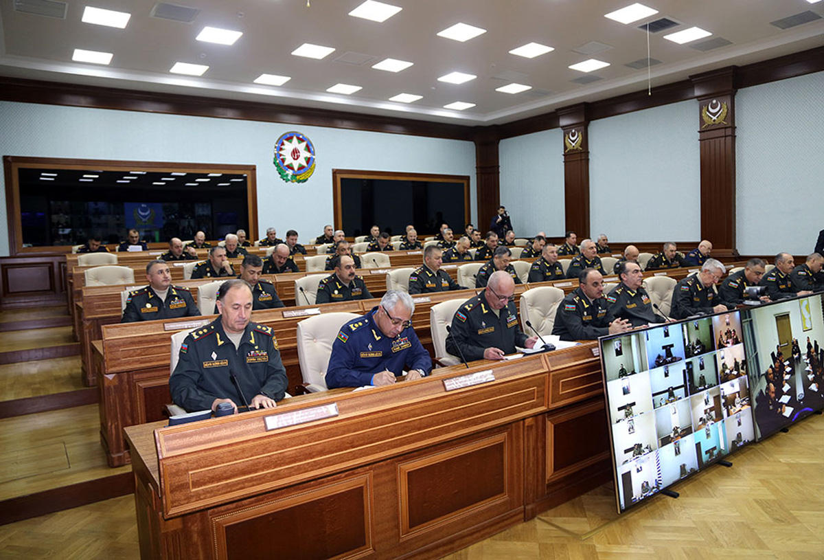 Azerbaijani defense minister gives important instructions to commanders (PHOTO) - Gallery Image