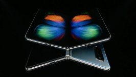 Samsung announces folding phone with 5G at $1,980 (PHOTO) - Gallery Thumbnail