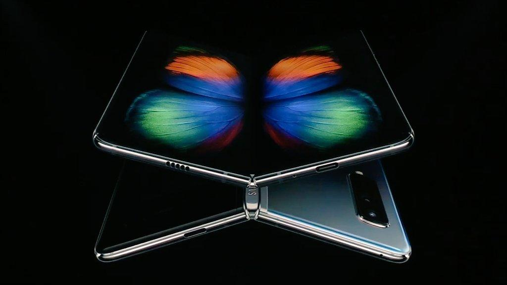 Samsung announces folding phone with 5G at $1,980 (PHOTO) - Gallery Image
