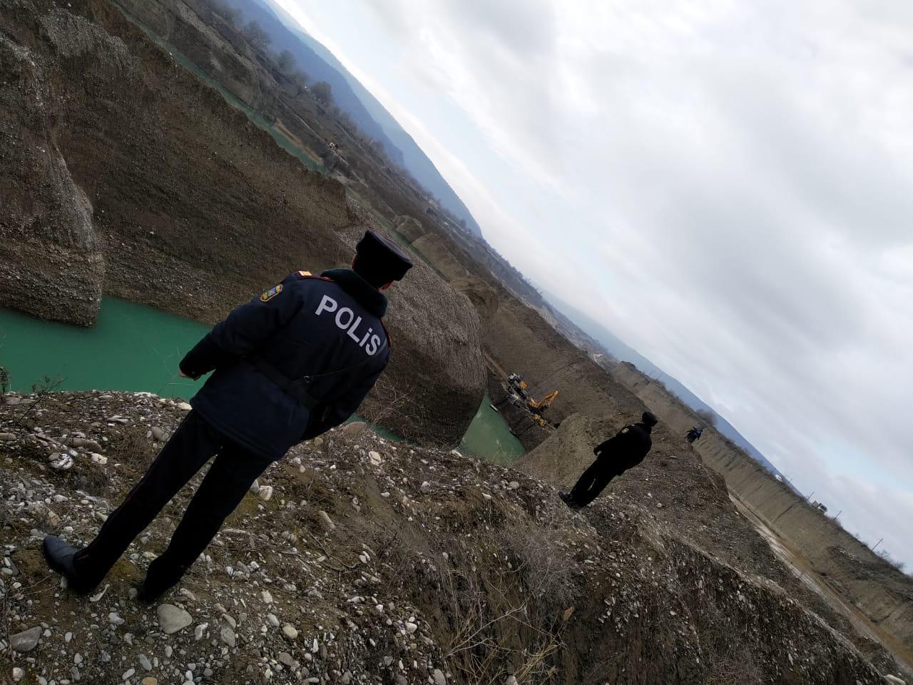 Найдено тело экскаваторщика, пропавшего во время работ на реке Вельвелечай в Губинском районе Азербайджана (ФОТО) - Gallery Image