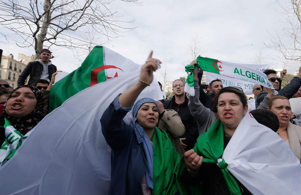 Thousands of protesters reject Algerian interim president
