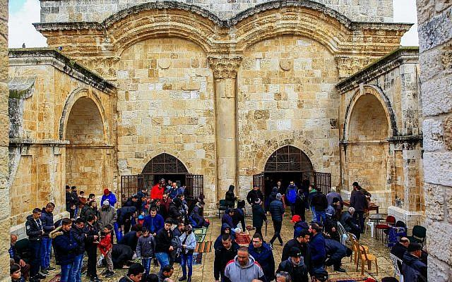 Israel, Jordan said holding talks to end conflict at Temple Mount gate