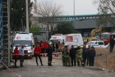 Subway depot collapses in Turkey's Izmir, people trapped under rubble (PHOTO/VIDEO) - Gallery Thumbnail