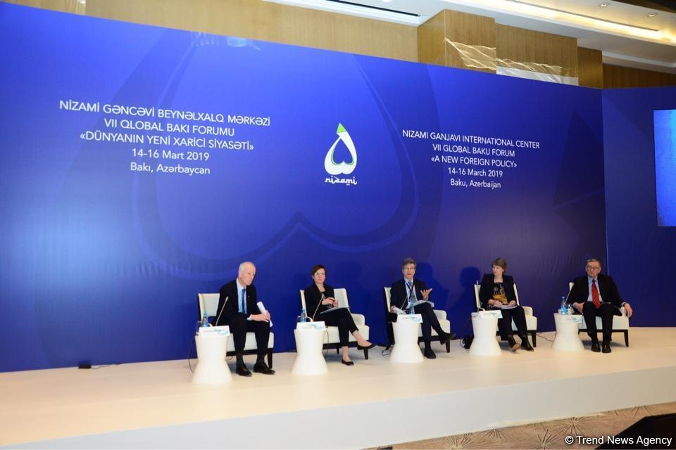 VII Qlobal Bakı Forumu işini panel iclasları ilə davam etdirir (FOTO) - Gallery Image